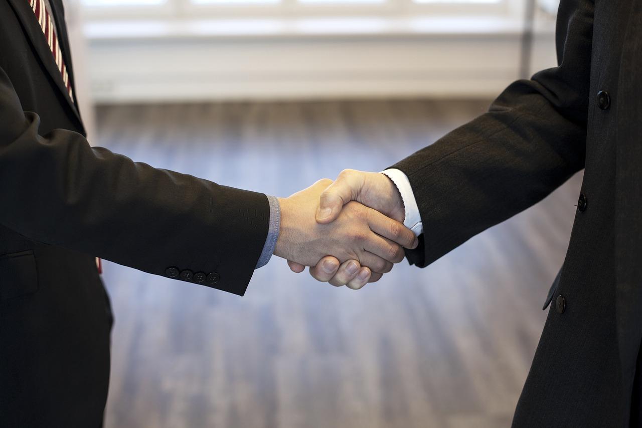 継承時の握手のイメージ
